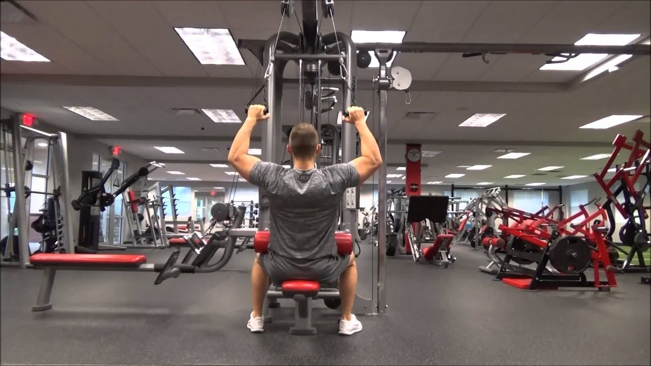 Lat Pulldown Machine At Gym